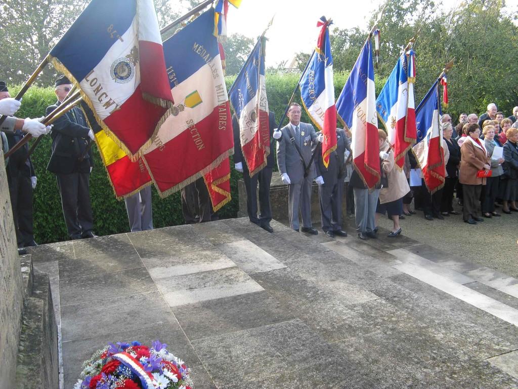 Les drapeaux des associations du Pays Haut.