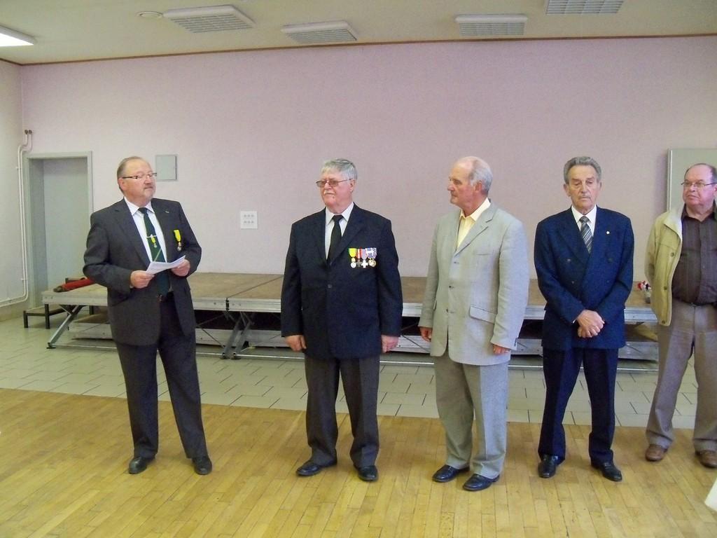 En présence de M. MARTEAU Maire de HAUCOURT