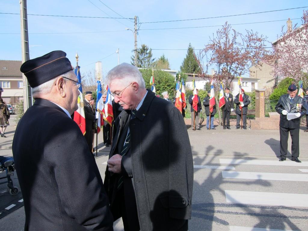 Henri Burrig, Commandeur dans l'ordre national de la Légion d'Honneur avec M. Gellibert Pdt Général.