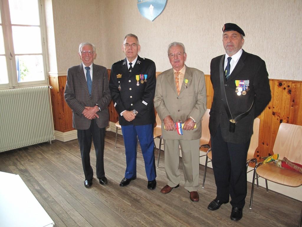 M. FERY - Lt VIROUX - M. ROSSI et  le porte drapeau Daniel CLAUSE- 84° SLMM Longwy-Luxembourg