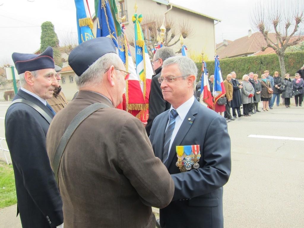M. J-Paul MARTIN remercie les porte-drapeaux