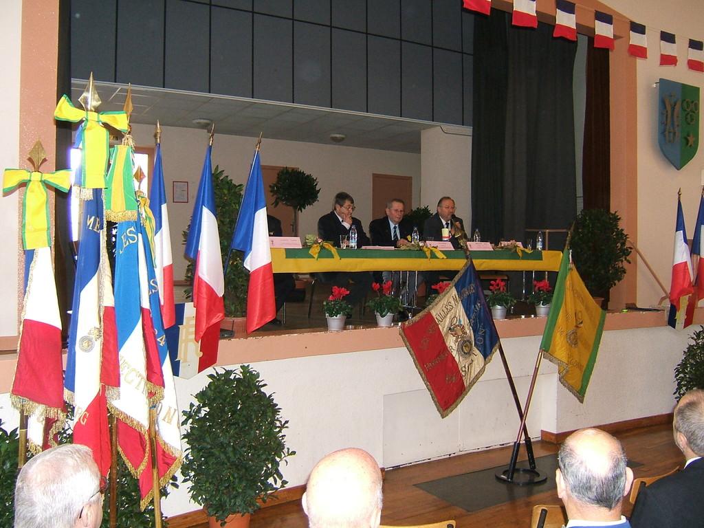 En présence de M. LEY représentant le Président Général M. GELLIBERT