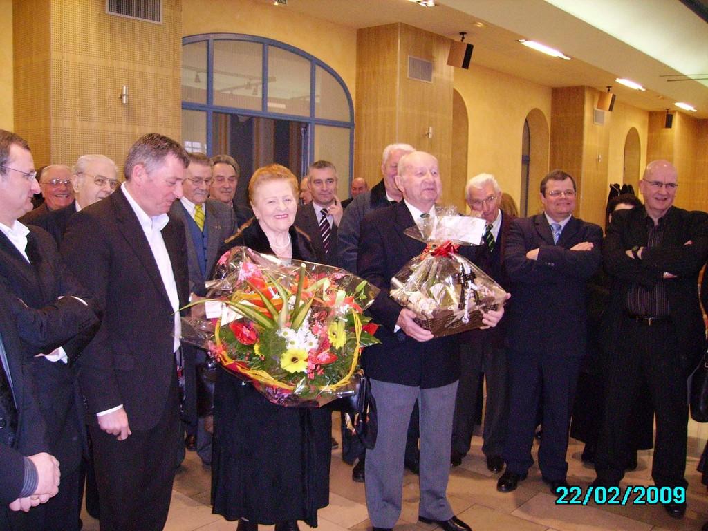Remise cadeaux à Georges et Georgette - en présence M. JACQUE Maire de Longwy