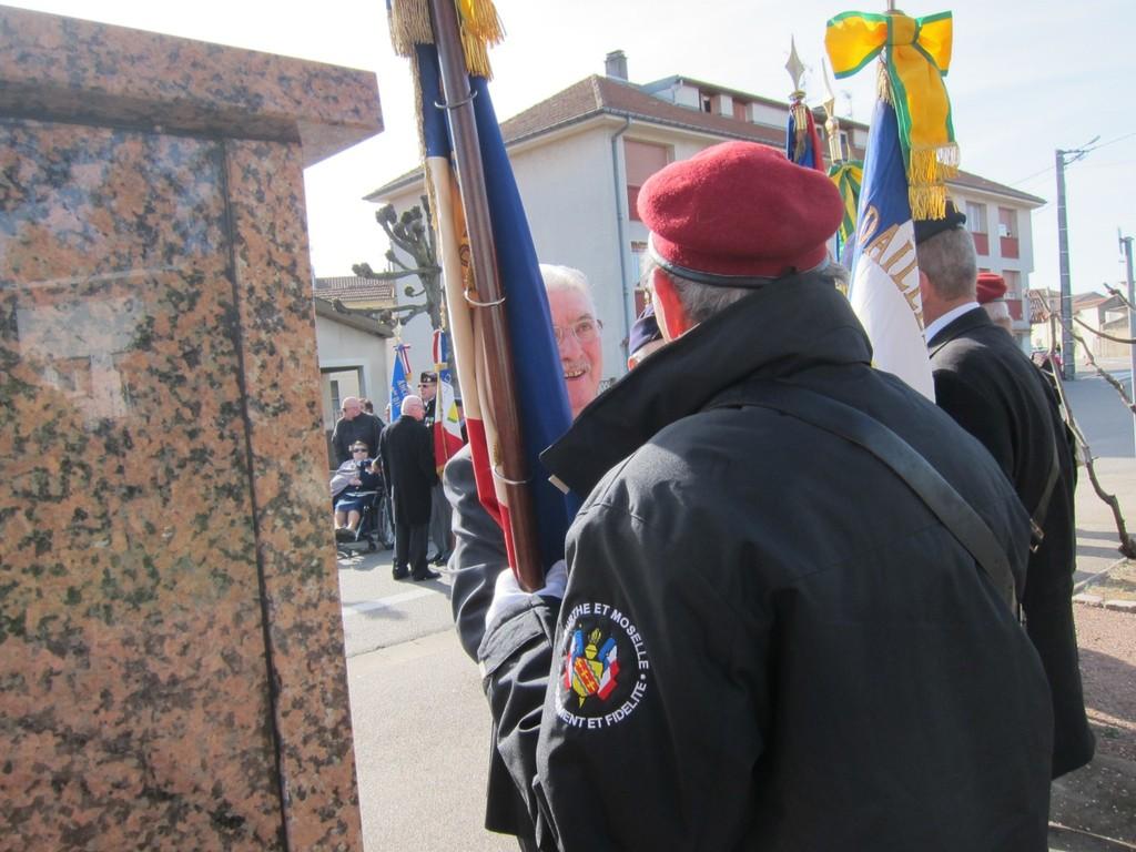 Pdt Général félicitant notre porte-drapeau GUILLAUME Claude