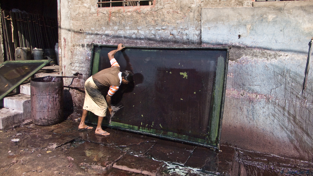 Nettoyage des cadres à l'eau après leur utilisation.