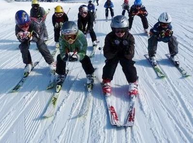 So es die Schneelage zulässt, lädt der Schlepplift in Lainach zum Schifahren oder die Eisbahn zum Eisschießen und Schlittschuhlaufen