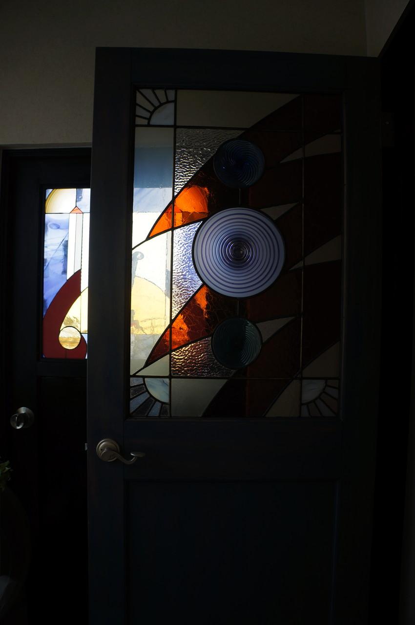 オーナー本庄照さんの作品のドア
