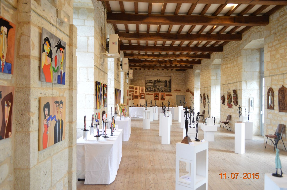 2015 - 24 Saussignac - Salle du Château - Exposition avec Eve Delaneuville, sculpteur sur bois, Aliou Bolly et Claude Millet, artistes peintres