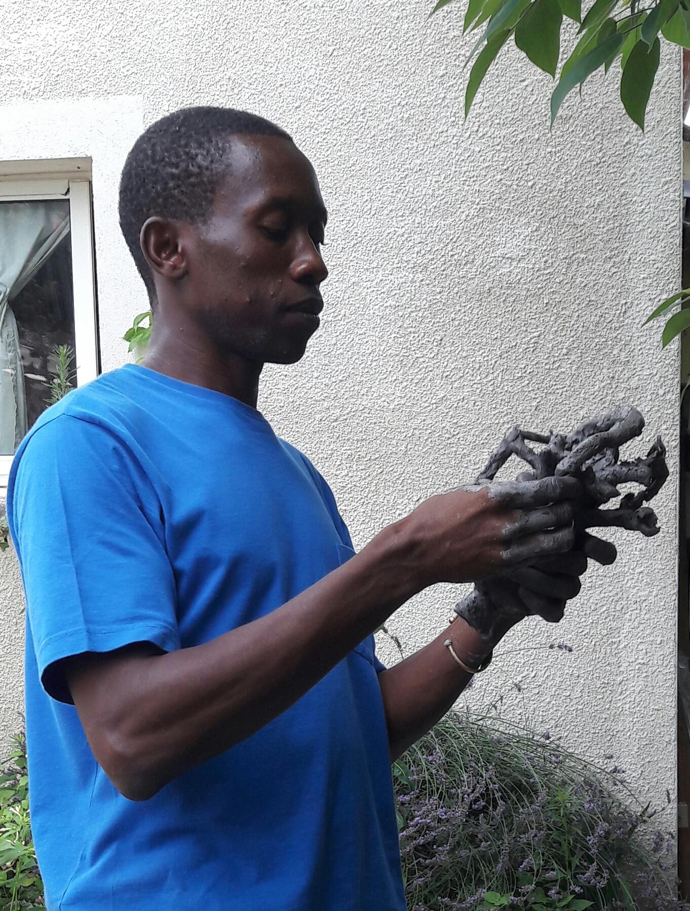 2017 - 24 Lamonzie St Martin - Atelier, technique du bronze à la cire perdue - Chez Claudine Menou, artiste peintre