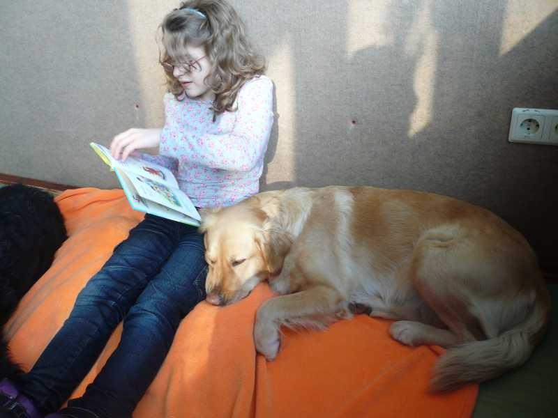 J. liest Krümel Hundegeschichten vor...