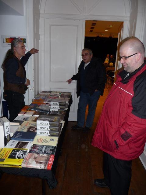 Lesung: Bücherkiste mit Literatur zum Thema Flick