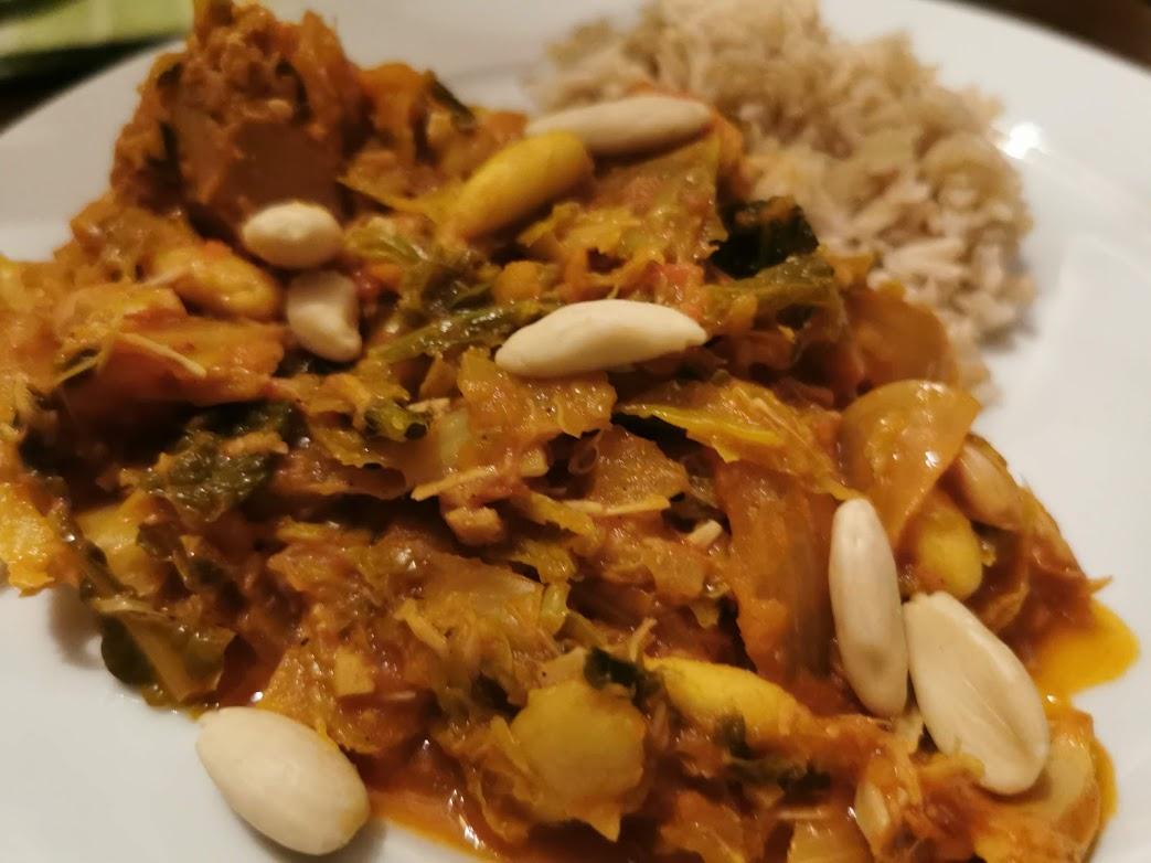 Curry van jackfruit en kool