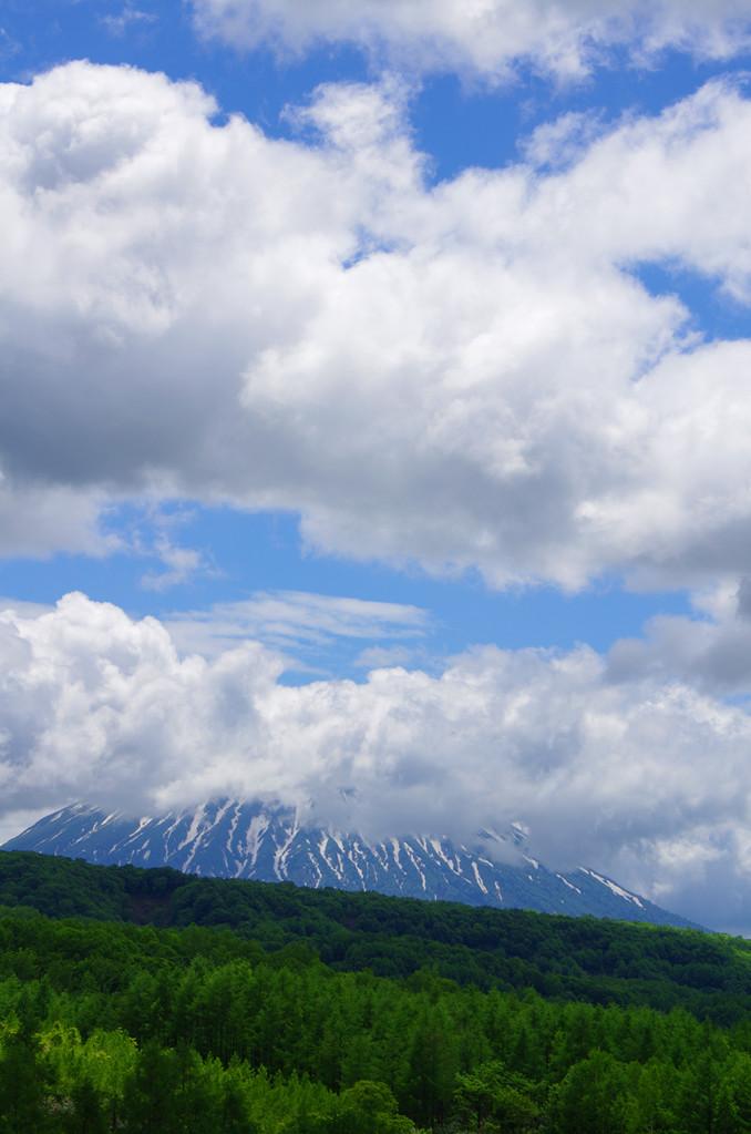 6/15 倶知安町から望む羊蹄山