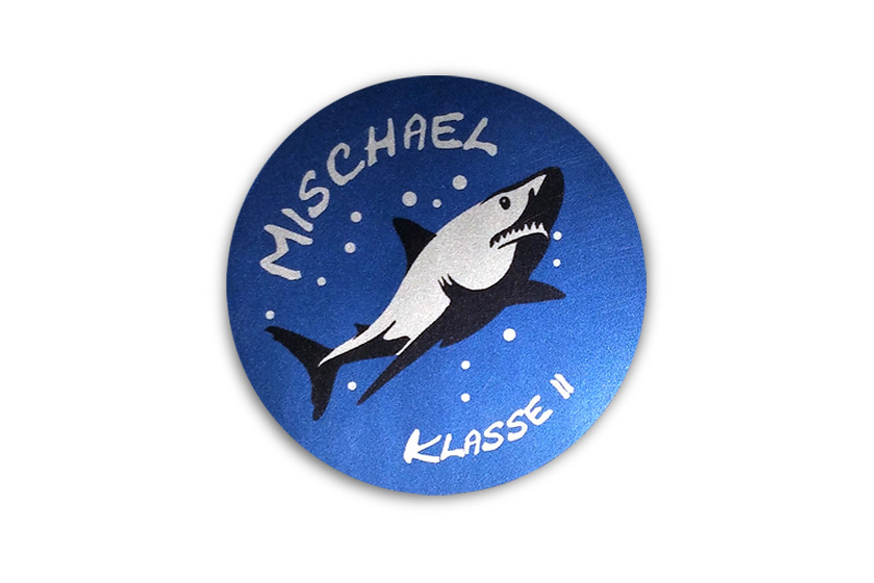 runde Silbermetallic Namensaufkleber: Hai