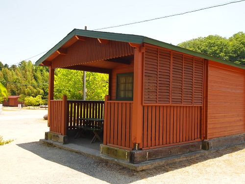 OKオートキャンプ場ログキャビン