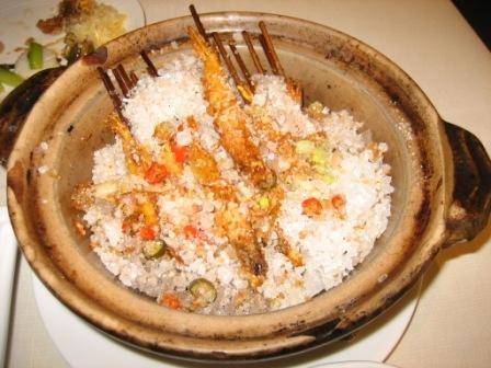 海老を岩塩とピリ辛スパイスで焼いたもの  これは絶品!