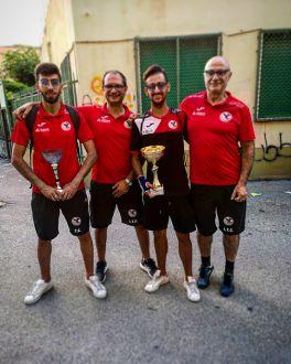 Sciacca campione Cadetti e Mandanici campione Master insieme al presidente del CT Barcellona Mortellito Concetto La Torre e il DT Francesco La Torre