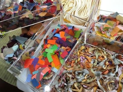 中村 航太:工房にあるたくさんの色(糸)サンプル