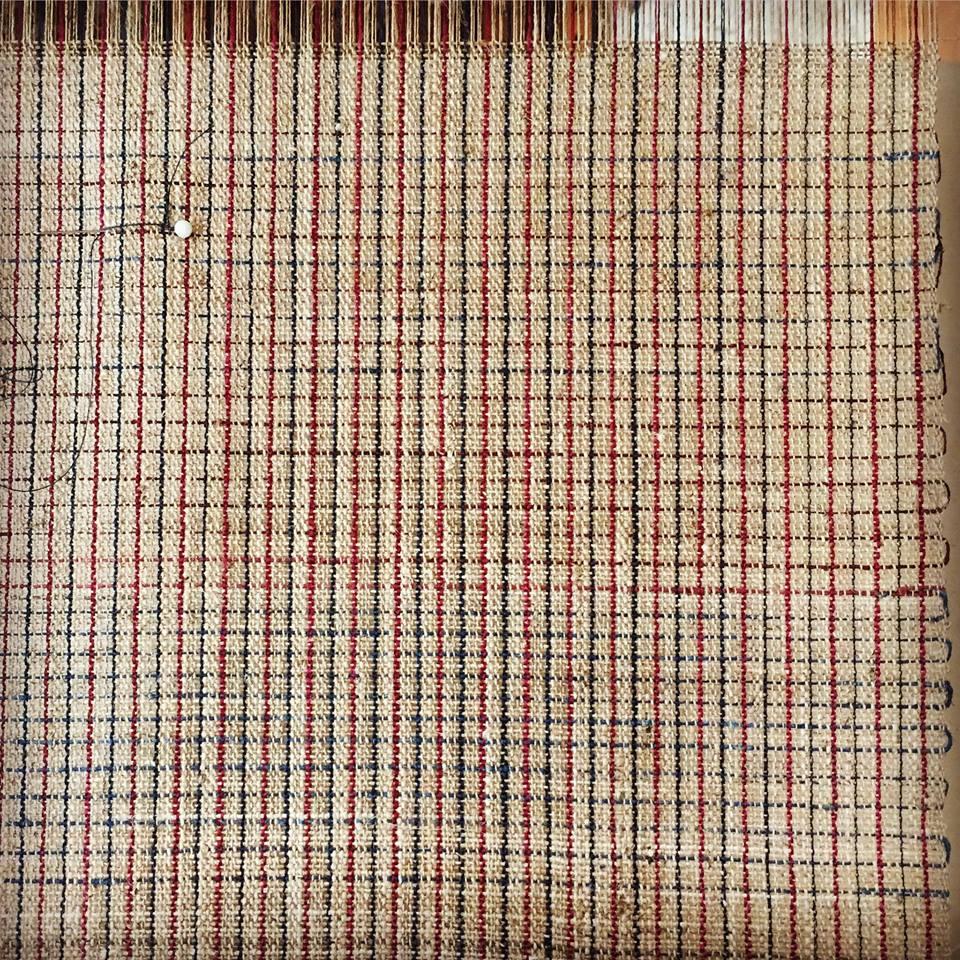八寸名古屋帯の試織。最終的なよこ糸を決める前に試しに織っているものです。   完成品は今回の夏じたく展にてご覧いただける予定です。