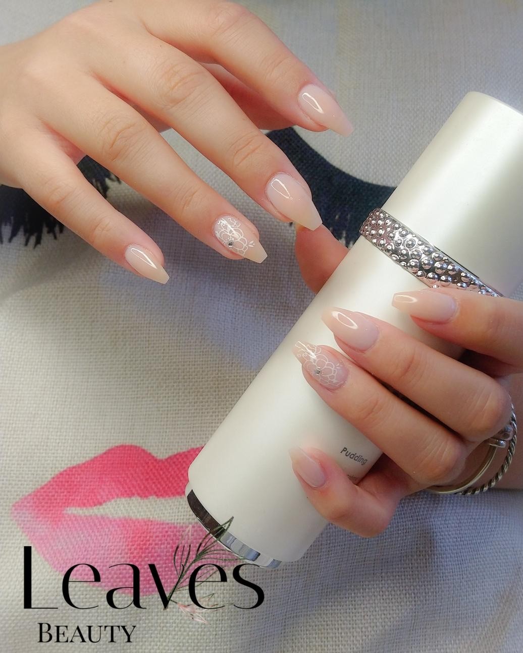 Classic acryl met subtiele nail art