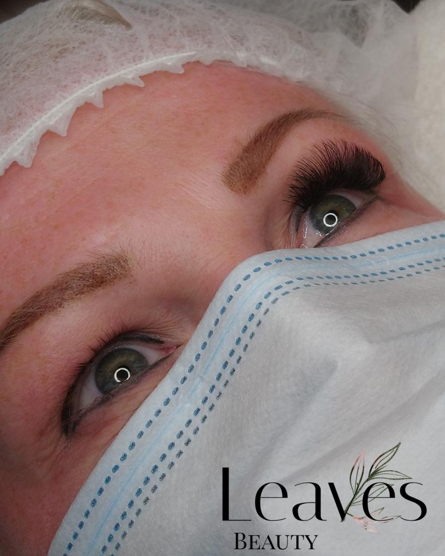Tijdens de behandeling volume lashes