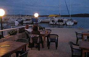 "Kroatien - Pizzeria ""Riva"" am Hafen in Betina"