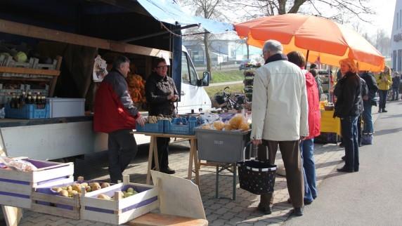 Fam. Martin aus Schönesberg war sehr zufrieden mit dem ersten Horgauer Bauernmarkt und kommen gerne wieder...