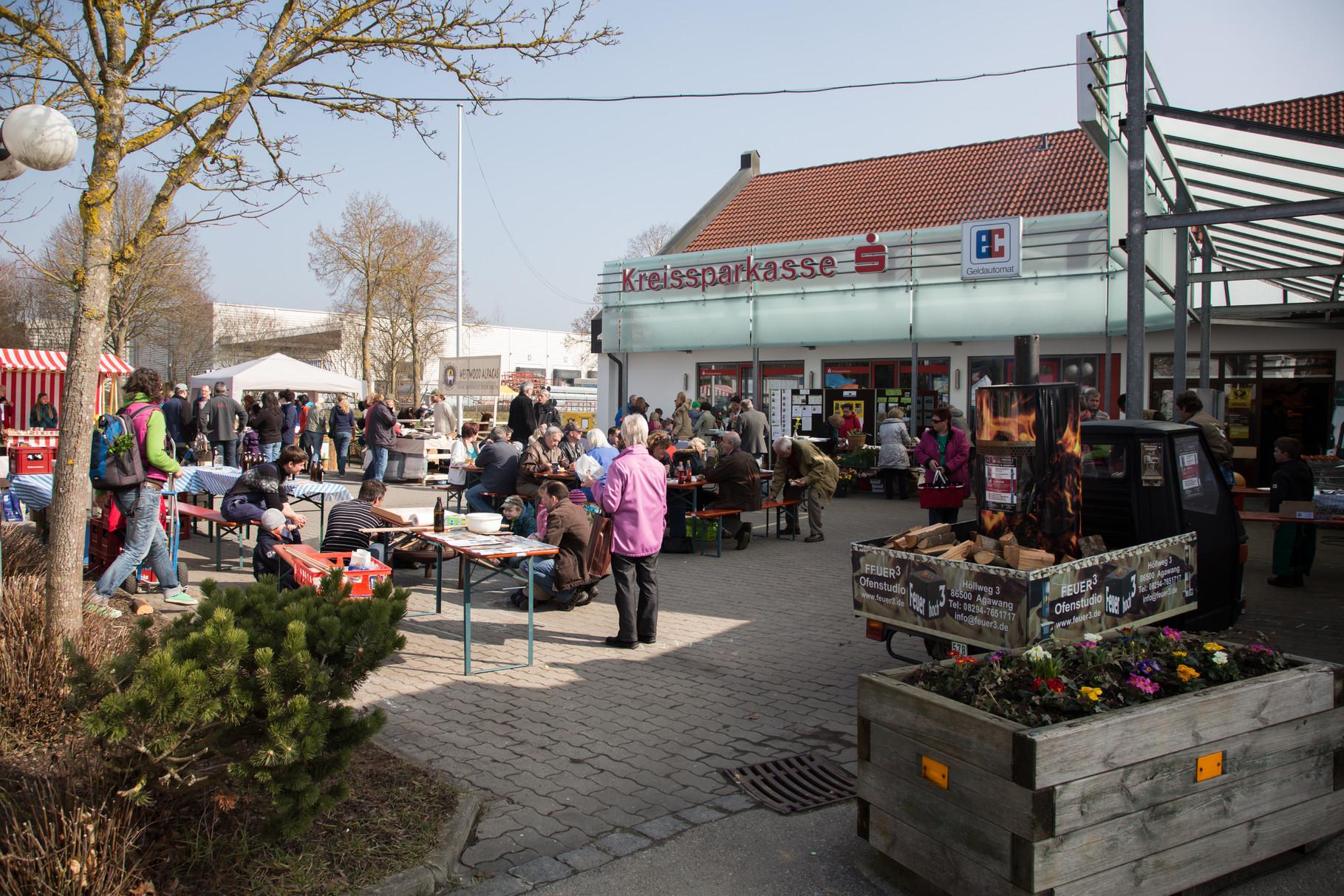 Marktflair in Horgau - bei Feuer3 gabs Stockbrot