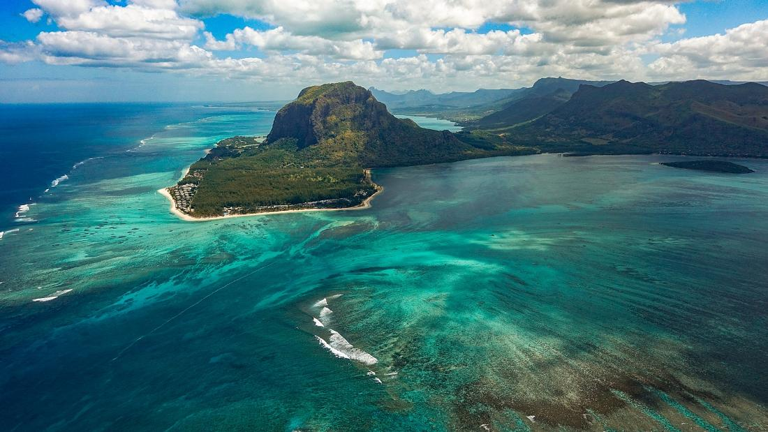 Which tropical island has just opened 14 'resort bubbles' for vaccinated travellers?