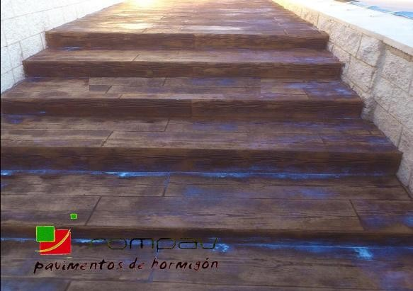 Escaleras de hormigon impreso suelos hormig n impreso - Peldanos escalera imitacion madera ...