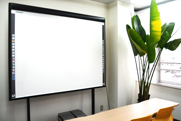 (9)プロジェクター/スクリーン/電子黒板等の備品料金割引