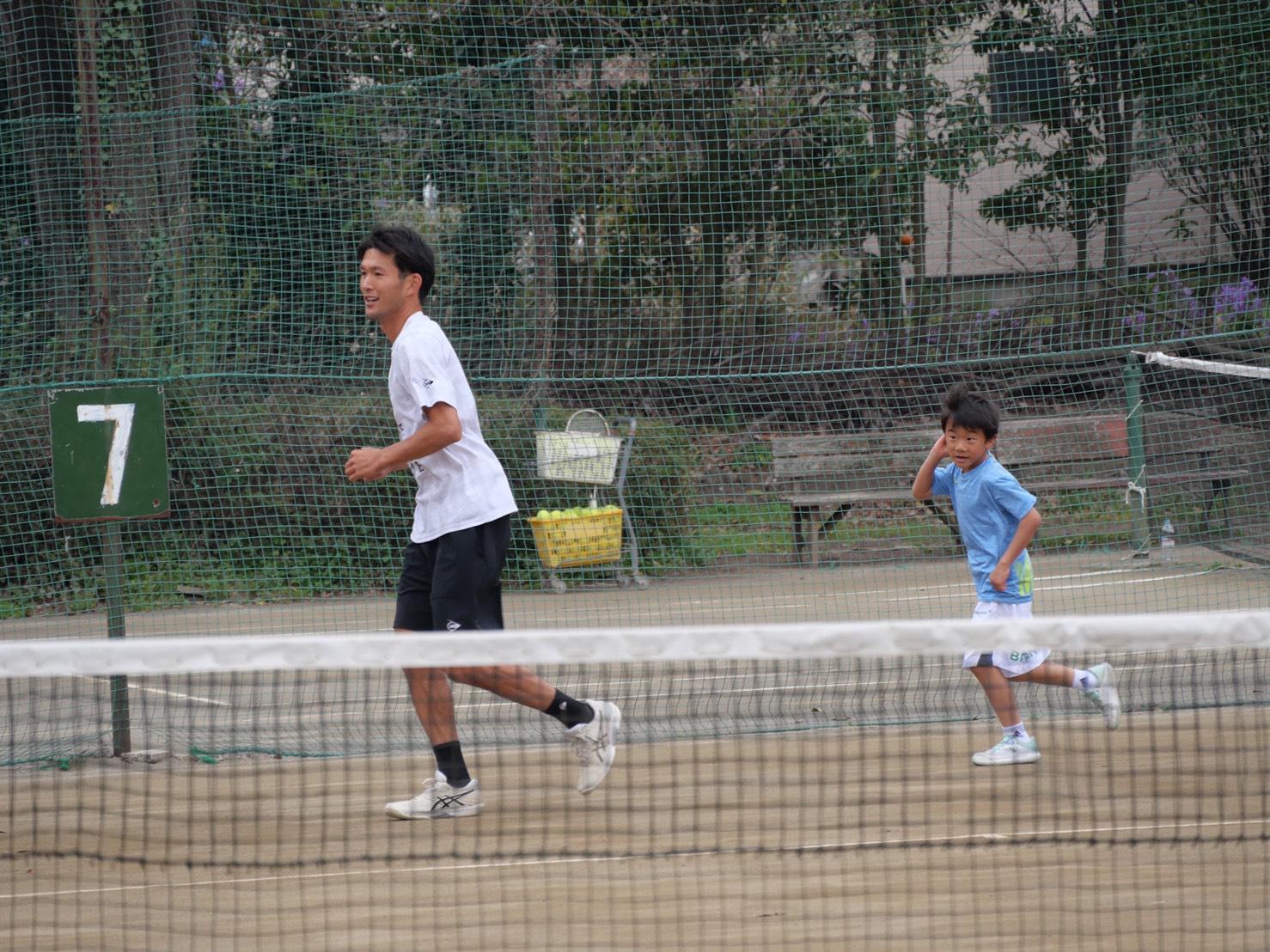 むさしの村ローンテニスクラブ交流会 山崎純平プロとジュニア選手