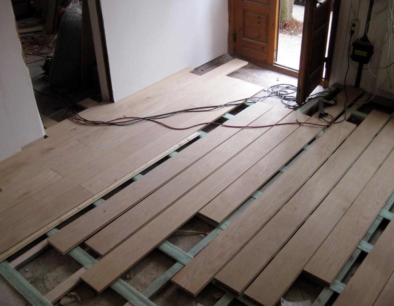 holzdielen parkett und laminat vom profi verlegt handwerker renovierung holzboden montage. Black Bedroom Furniture Sets. Home Design Ideas