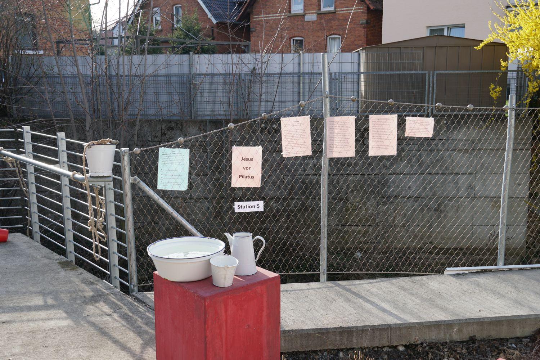 Station - Hände in Unschuld waschen