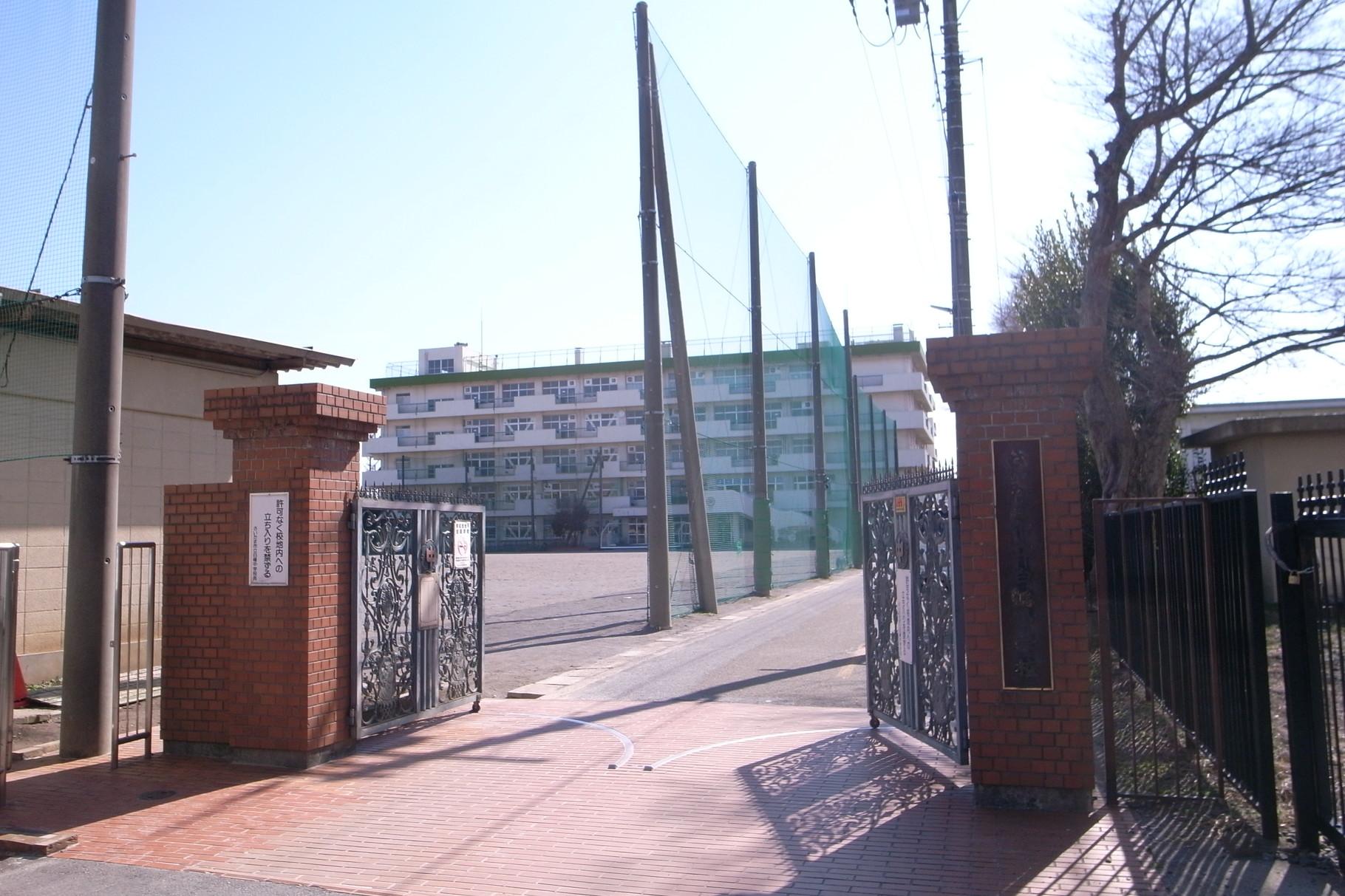 白幡中学校 700m