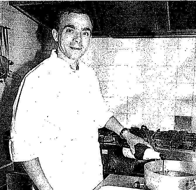 """Le Chef Jean-Marie Hourdet en pleine préparation de sa célèbre """"truite du Rocota"""" (c)Th.Martinez"""