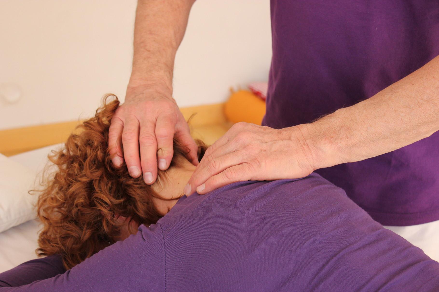 L'élongation du cou en jouant avec l'élasticité