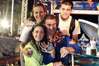 Pablo con su esposa Yolanda e hijos. Foto: Periódico El Norte