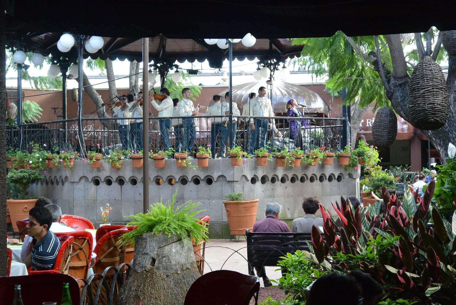 orchestre de restaurant dans une magnifique maison coloniale