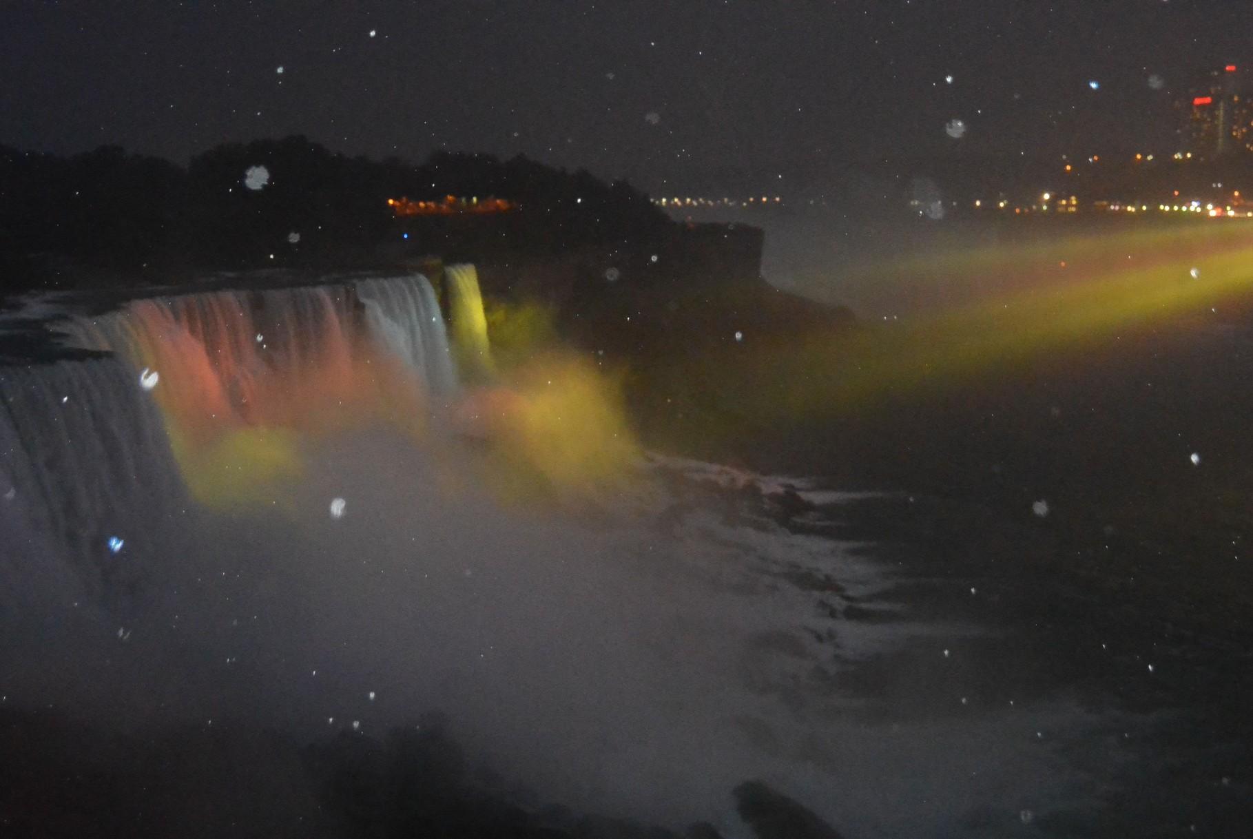 Niagara Falls illuminé