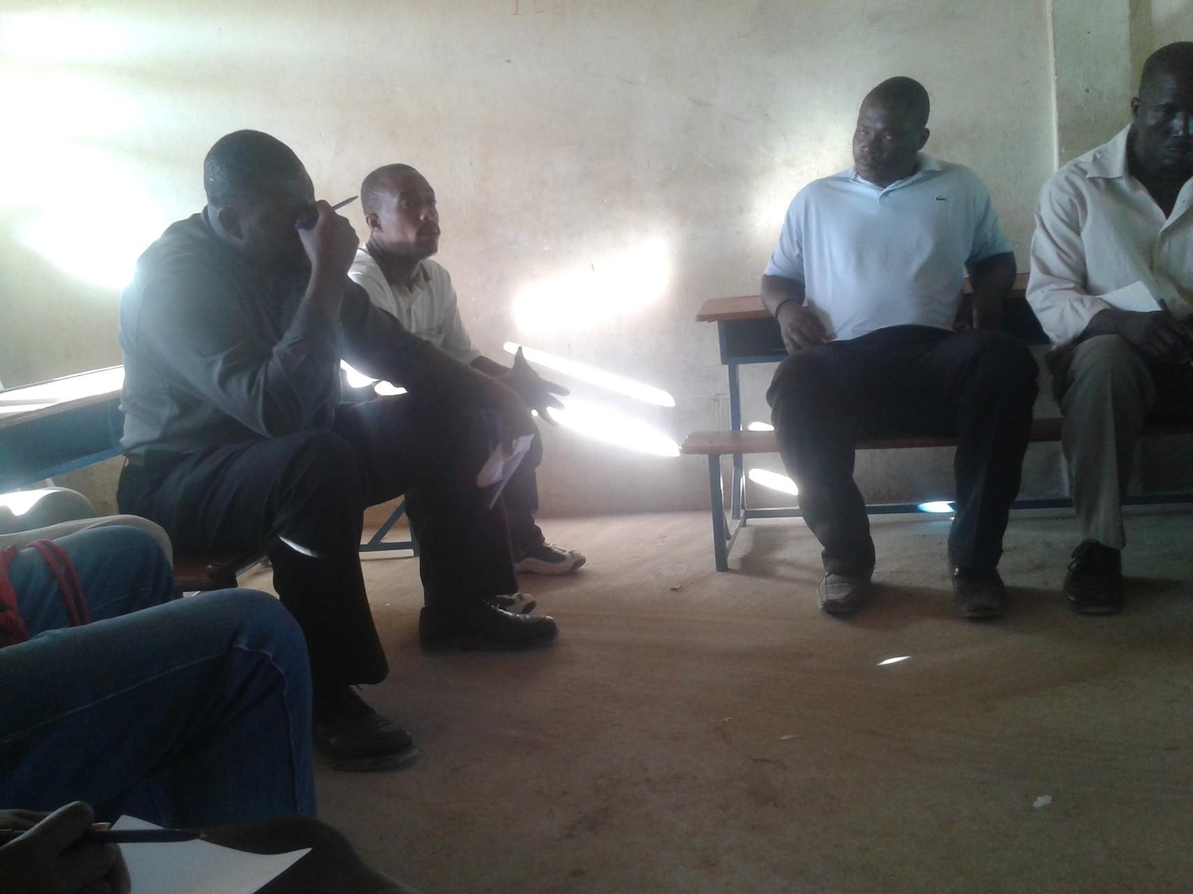 Réunion de préparation avant le début des travaux de la construction avec les autorités locales, association AJDELA (partenaire local) et les membres de APDH-Haïti