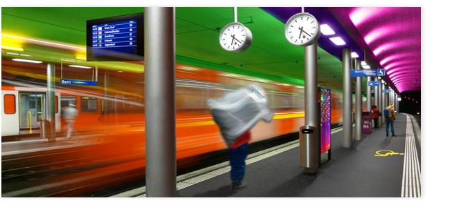 Einfahrende S-Bahn im Hauptbahnhof Bern.
