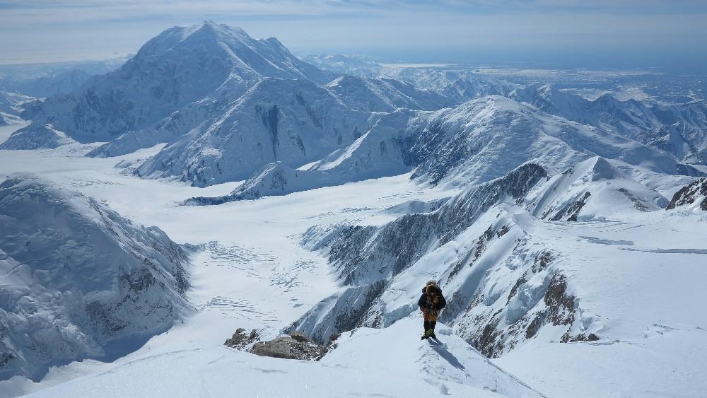 Auf halber Höhe der West-Rib mit Blick zum Mt. Foraker