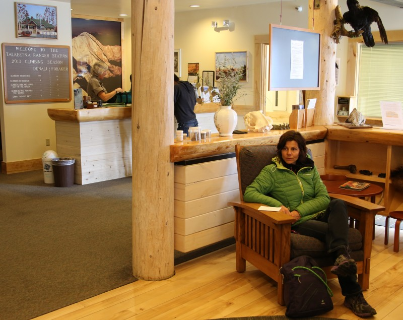 Warten aufs Expeditions-Briefing in der Ranger-Station von Talkeetna