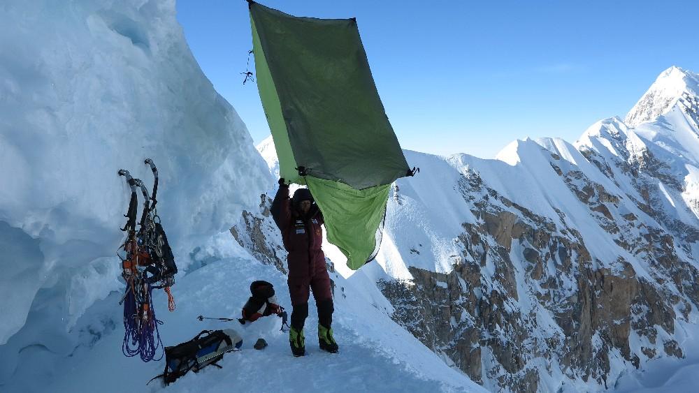 Morgendliches Zusammenpacken im Bergschrund