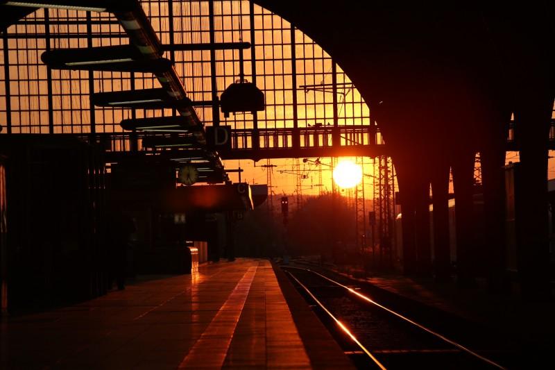 ...am Bahnhof morgens um 5:30 in Karlsruhe auf dem Weg zum Flughafen