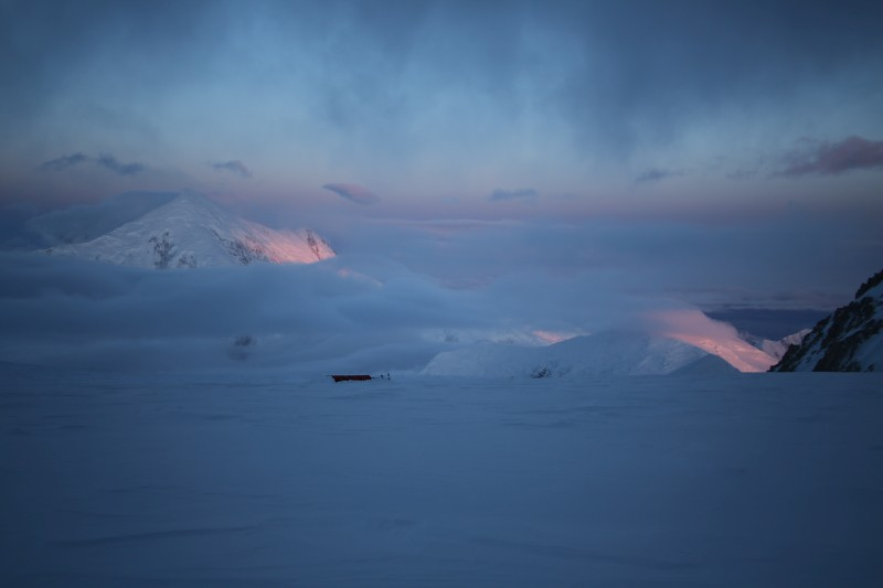 Abendstimmung im 14.000er Lager mit Blick zum Mt. Foraker