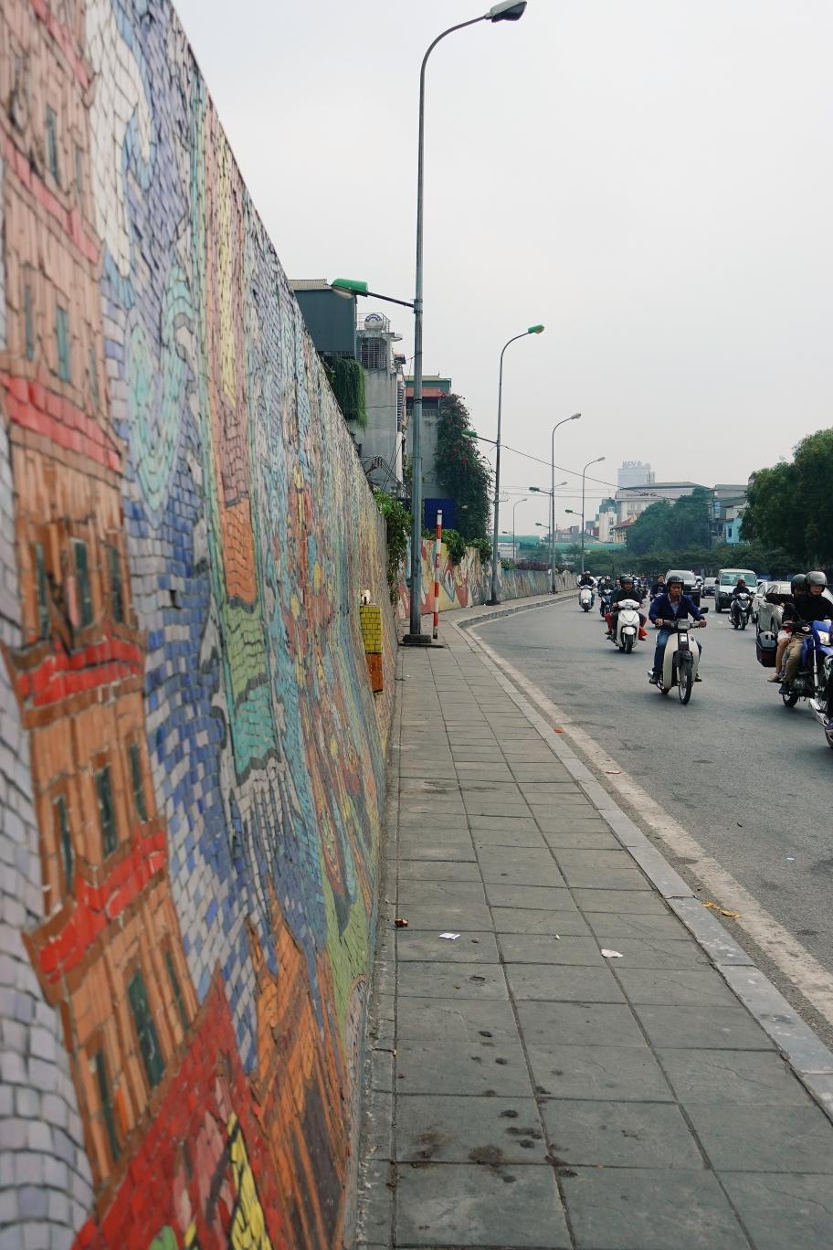 Hanoi: Mosaikmauer