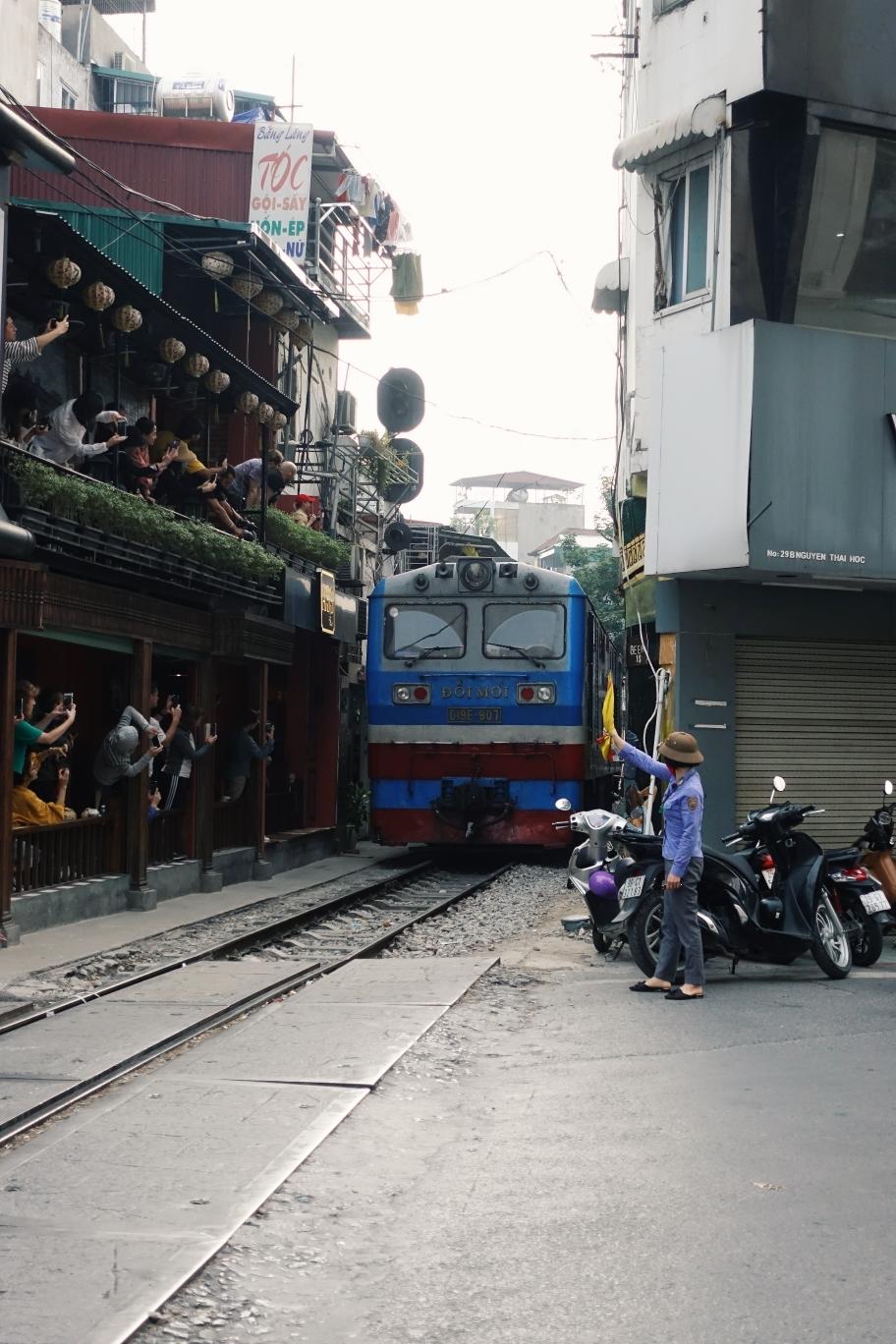 Hanoi: Berühmte Zugstrecke mitten durch die Wohngegend