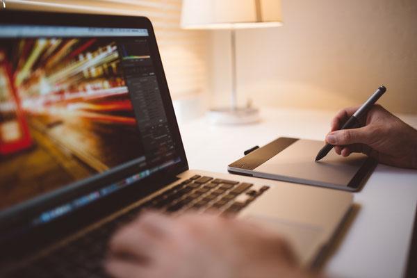 Laptop und Zeichenpad